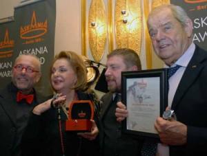 500 300x227 ASKANIA Award an Nadja Tiller und Walter Giller
