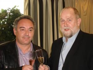 Ferran Adria und der Direktor des I.C.A. stoßen auf die Kooperation an