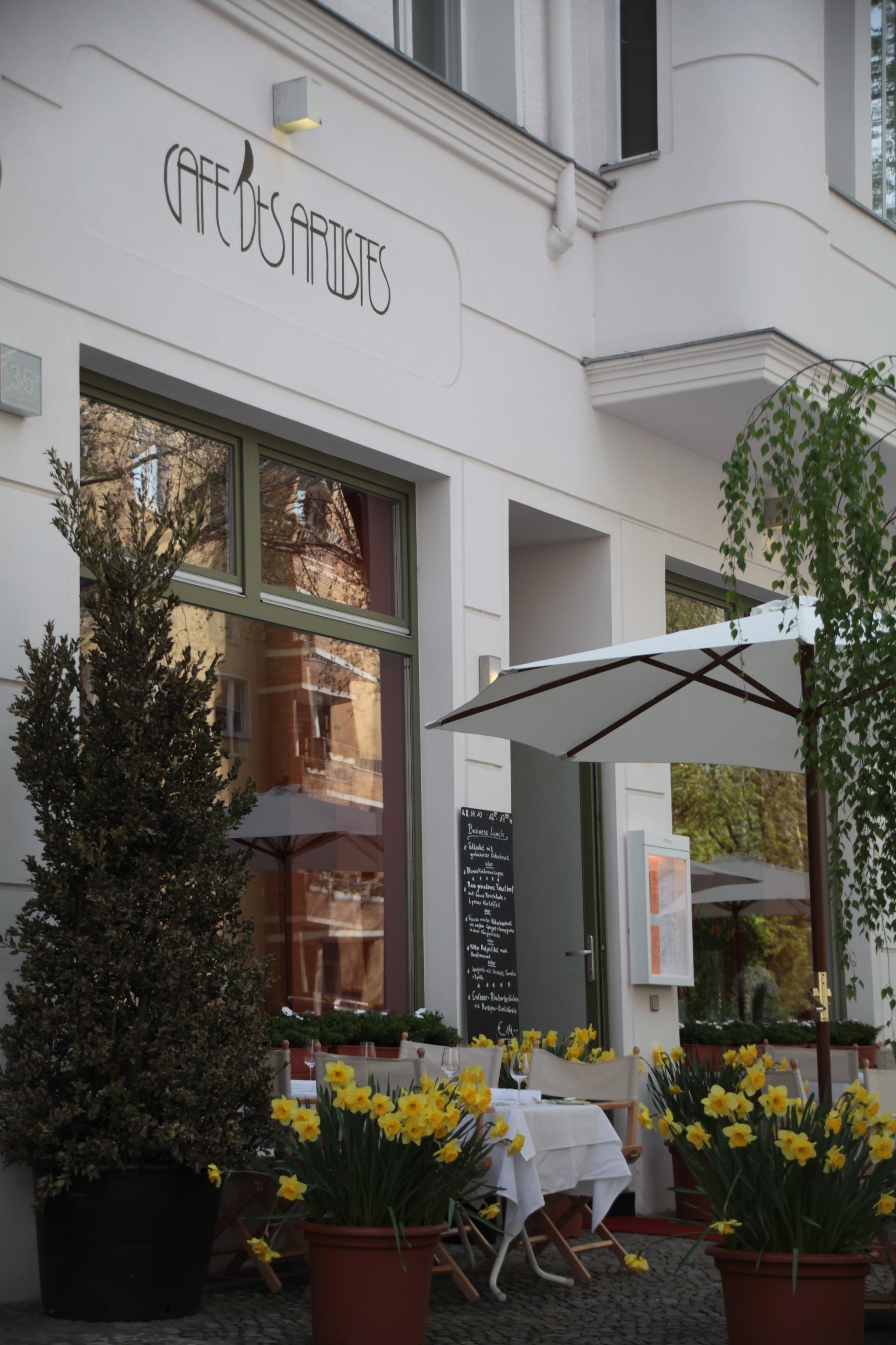 restaurant caf des artistes jetzt mit eigener bar. Black Bedroom Furniture Sets. Home Design Ideas